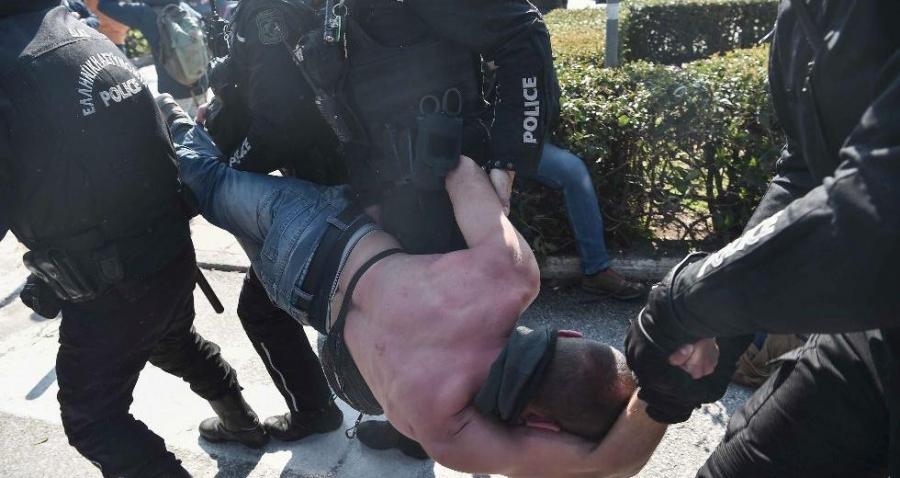 Στον εισαγγελέα οι 31 συλληφθέντες κατά την εισβολή των ΜΑΤ στο ΑΠΘ