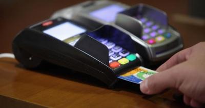 Ηλεκτρονικές συναλλαγές: Μειώσεις φόρων έως 2.200 ευρώ από τα νέα κίνητρα για τις αποδείξεις - Και σπίτια στην φορολοταρία