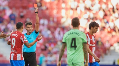 Αθλητικός διευθυντής Ατλέτικο Μαδρίτης: «Πολύ κακός διαιτητής, δεν πρόκειται να ξαναέρθει εδώ»