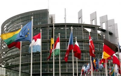 Ευρωκοινοβούλιο: Ψυχρή υποδοχή στην πρόταση των ΗΠΑ για άρση των δικαιωμάτων ευρεσιτεχνίας για τα εμβόλια Covid-19
