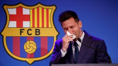 Λιονέλ Μέσι: Προς πώληση έναντι 1 εκατομμυρίου δολαρίων το χαρτομάντηλο που σκούπισε τα δάκρυά του στο «αντίο» στη Μπαρτσελόνα!