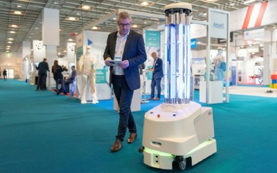 ΕΕ - Κορωνοϊός: Μαζικές παραγγελίες νοσοκομείων για τα ρομπότ που καθαρίζουν μικροοργανισμούς κατά 99,99%