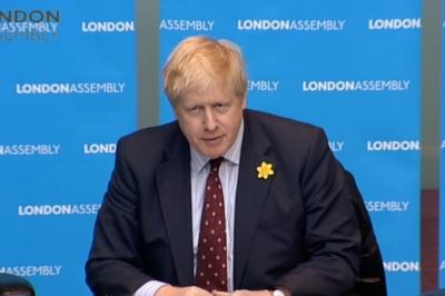 Johnson (Βρετανός πρωθυπουργός): Προβλήματα στα καύσιμα λόγω ζήτησης – Δεν είναι λύση η ανεξέλεγκτη μετανάστευση οδηγών