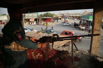 Πτώματα στους δρόμους, βόμβες βροχή - Οι μάχες πλέον μαίνονται σε μεγάλες πόλεις του Αφγανιστάν