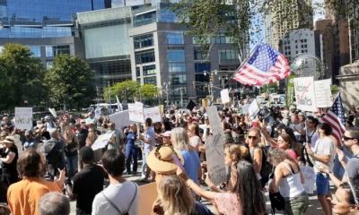 Μεγάλη διαδήλωση κατά της υποχρεωτικότητας του εμβολιασμού στη Νέα Υόρκη