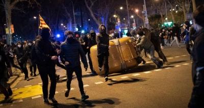 Ισπανία: Δέκα συλλήψεις στις διαδηλώσεις για την απελεύθερωση του ράπερ