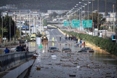 Τεράστιες καταστροφές στη δυτική Αττική - Στους 16 οι νεκροί, 4 οι αγνοούμενοι - Εθνικό πένθος κήρυξε ο Τσίπρας