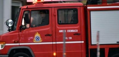 Πυρκαγιά σε εγκαταλελειμμένο σπίτι στα Εξάρχεια - Μεγάλη επιχείρηση της Πυροσβεστικής
