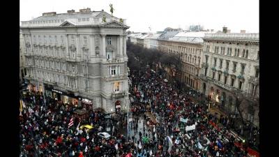 Ουγγαρία: Χιλιάδες διαδηλωτές κατά της πρόθεσης Orban να καταργήσει την πανεπιστημιακή έρευνα