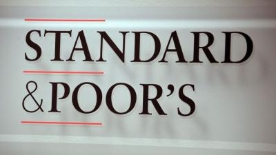 Έκπληξη από Standard and Poor's:  Αναβάθμισε την ελληνική οικονομία κατά μια βαθμίδα σε ΒΒ, θετικό το outlook
