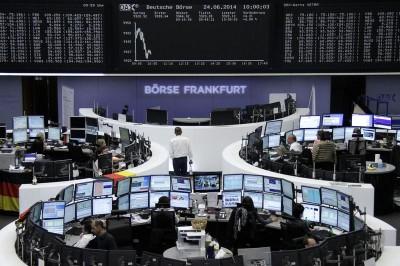 «Στο κόκκινο» έκλεισαν οι ευρωαγορές – Πτώση 3,5% στον DAX και 2,3% στον FTSE 100