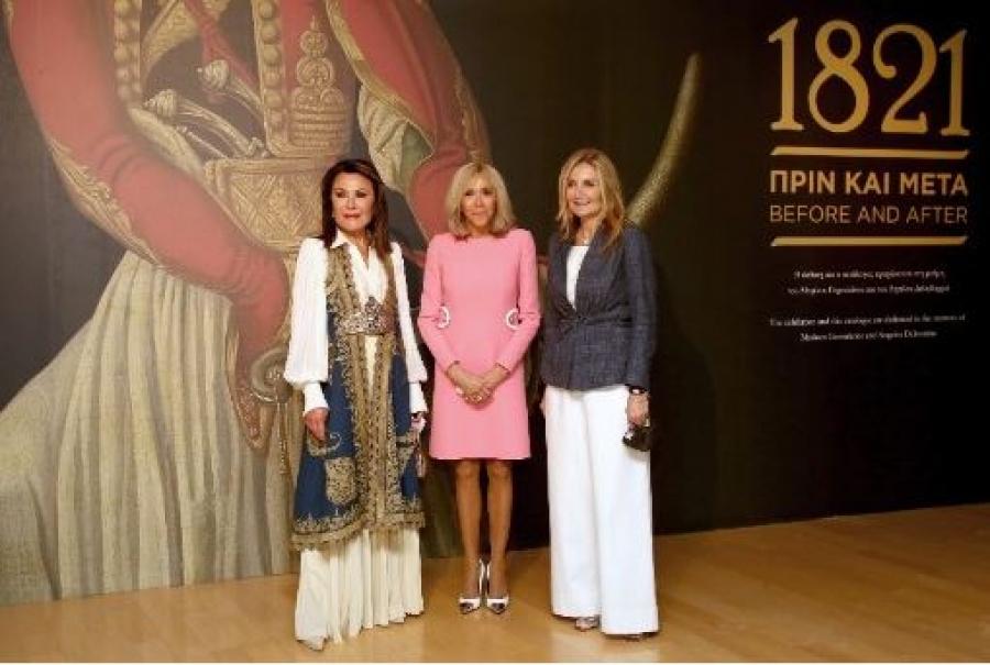 Στο Μουσείο Μπενάκη η σύζυγος του Macron – Ξεναγήθηκε στην εμβληματική έκθεση «1821 Πριν και Μετά»
