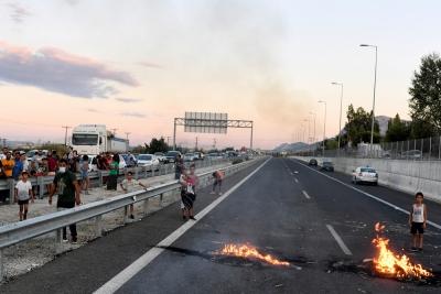 Ρομά έκλεισαν την εθνική οδό Κορίνθου - Πατρών στο Ζευγολατιό