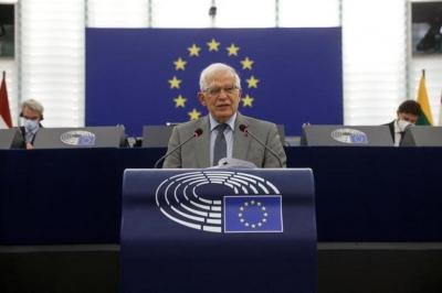 Borrell (ΕΕ): Εξετάζονται κυρώσεις για τους διακινητές μεταναστών από τη Λευκορωσία
