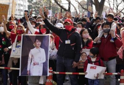 Μιανμάρ: Μαζικές διαδηλώσεις στο κέντρο της πρωτεύουσας κατά της δικτατορίας - Σε κατ' οίκον περιορισμό η San Suu Kyi