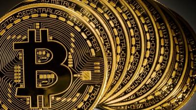 Κοντά σε νέο ρεκόρ το bitcoin - Υψηλό μήνα στα 61.299 δολ - Στoν Nasdaq η Coinbase στις 14/4