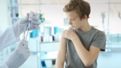 Covid: Τι λέει καθηγητής του ΕΚΠΑ για τον υποχρεωτικό εμβολιασμό στα παιδιά