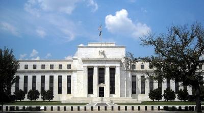 Fed: Πιο ήπια η νομισματική σύσφιξη – Σε εμπόριο και παγκόσμια ανάπτυξη οφείλεται η διόρθωση της Wall Street