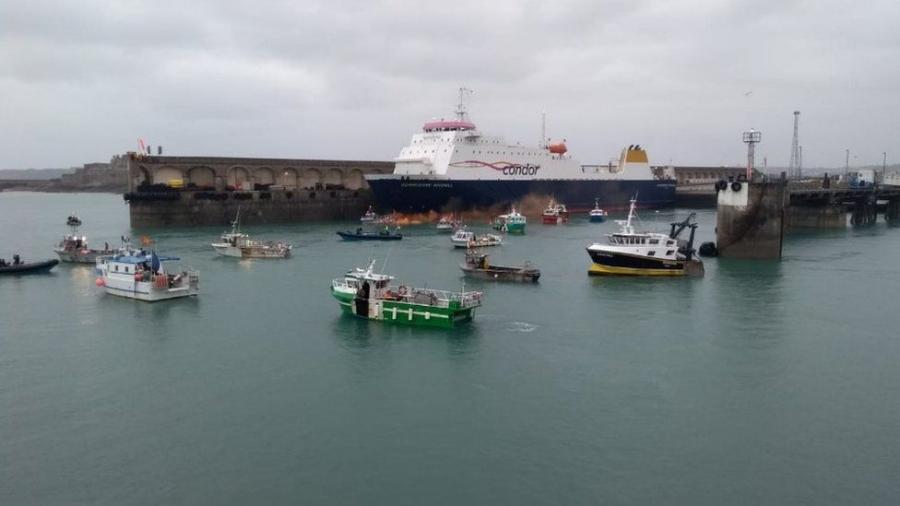 Στα πρόθυρα θερμού επεισοδίου Γαλλία - Βρετανία στη Μάγχη - Ο πρώτος πόλεμος του Brexit για τα... δικαιώματα των ψαράδων