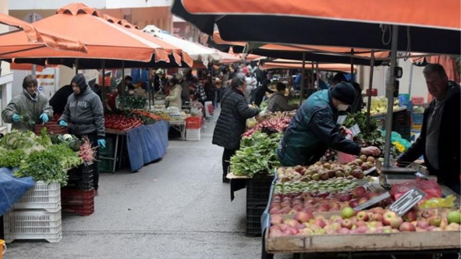 Το Υπουργείο Ανάπτυξης μεταμορφώνει τις λαϊκές αγορές αλλά προκαλεί οξύτατες αντιδράσεις