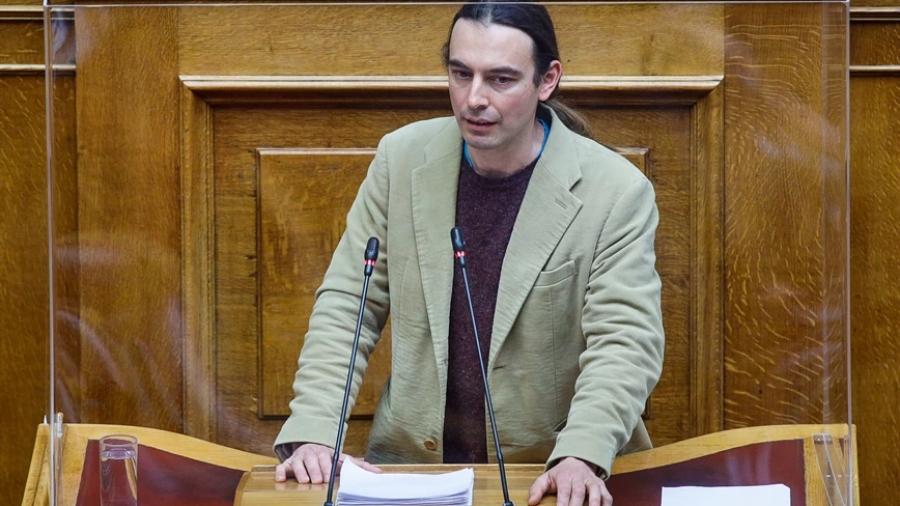 Ο Κρίτων Αρσένης πρότεινε να απαγορεύεται να έχει κάποιος πάνω από 100.000 ευρώ, αλλά δηλώνει καταθέσεις 170.000