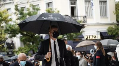 Η viral ομπρέλα του Μητσοτάκη γίνεται ξανά στόχος - Αυτή τη φορά απαντά το ίδιο το ξενοδοχείο: «Α και την ψάχναμε!»