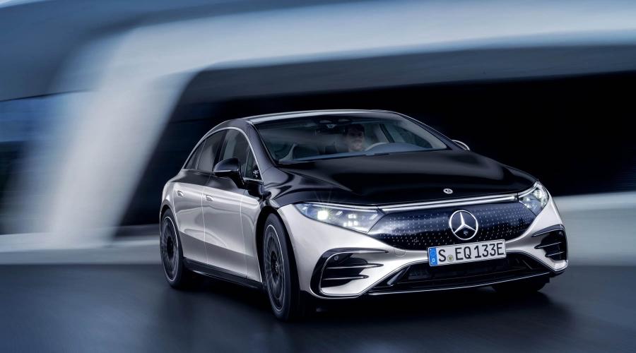 Στην Mercedes EQS οι πόρτες ανοίγουν και κλείνουν αυτόματα!