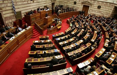 Βουλή: «Παγώνει» την κύρωση των τριών συμφωνιών με τη Βόρεια Μακεδονία