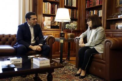 Στο Προεδρικό Μέγαρο ο Τσίπρας – Συνάντηση με Σακελλαροπούλου – Στο επίκεντρο η επιδημία