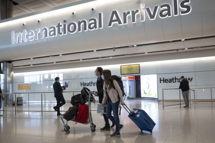 Βρετανία: Πιθανή χαλάρωση ταξιδιωτικών περιορισμών για εμβολιασμένους - Εν αναμονή τα ελληνικά νησιά