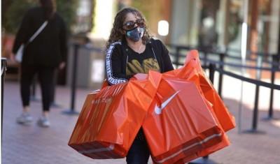 Mastercard: Αύξηση 3% για τις πωλήσεις λιανικής στις ΗΠΑ στις γιορτές – «Εκτόξευση» ηλεκτρονικού εμπορίου