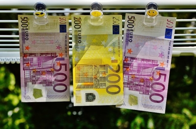 Συνταγή του λάθους το κρατικό χρήμα – Στις ΗΠΑ γίνονται μετοχές… και στην Ελλάδα αδράνεια με αύξηση καταθέσεων