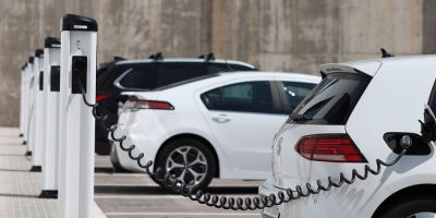 McKinsey: Μέχρι 180 δισ. οι επενδύσεις στα δίκτυα φόρτισης για τα ηλεκτρικά αυτοκίνητα