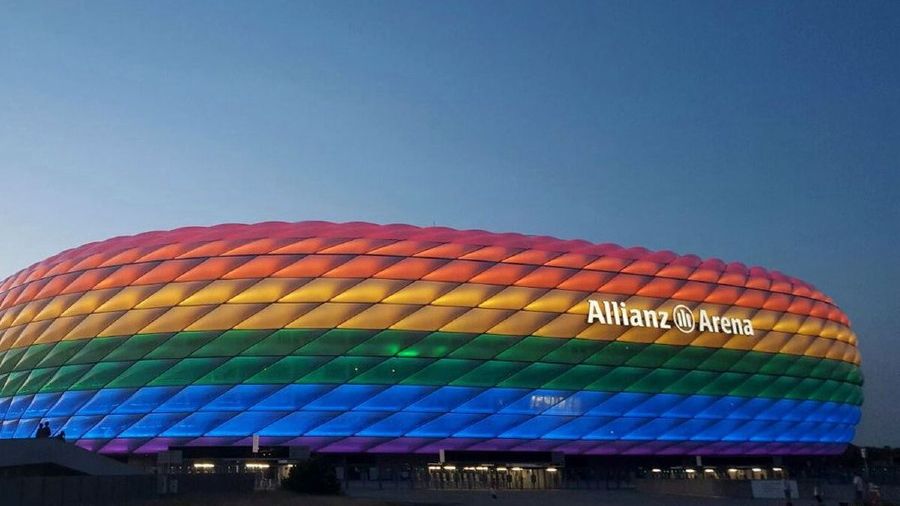 Allianz Arena: Προσπάθεια να «ντυθεί» στα χρώματα της ΛΟΑΤΚΙ κοινότητας