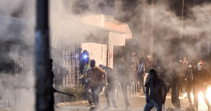 Συνεχίζονται οι ταραχές στην Τυνησία - Τουλάχιστον 600 συλλήψεις