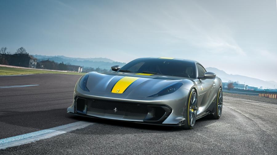 Η Ferrari 812 Superfast έχει 830 άλογα και υπέροχο στιλ!