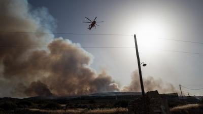 Πάρος - πυρκαγιά: Ενίσχυση των πυροσβεστικών δυνάμεων υπό το φόβο των αναζωπυρώσεων