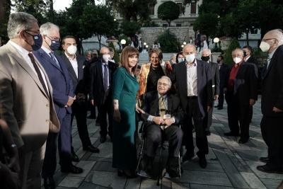 Η δεξίωση για τη Δημοκρατία έγινε Eurovision - ΛΟΑΤΚΙ και τηλεπερσόνες στην Προεδρία, αντί ηρώων της κοινωνίας και πολυτέκνων
