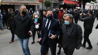 Πέτσας από Πάτρα: Κυβέρνηση, αυτοδιοίκηση, επιχειρήσεις είμαστε σύμμαχοι - Οι έμποροι αντιδρούν επιμένουν στα ανοικτά μαγαζιά
