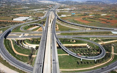 Ως δημόσια έργα θα προχωρήσουν οι διαγωνισμοί για τις επεκτάσεις της Αττικής Οδού