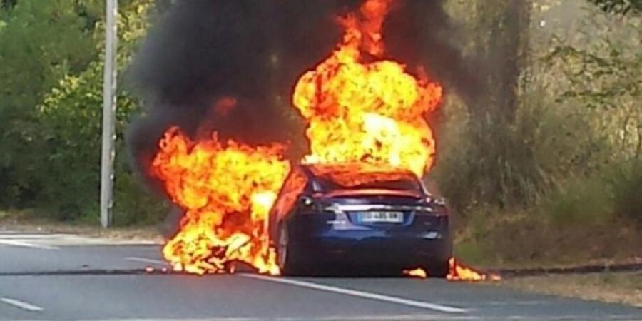 Ηλεκτρικό αυτοκίνητο της Τesla εξερράγη σε υπόγειο γκαράζ