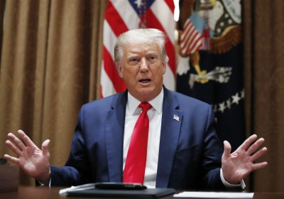 Trump: Αισθάνομαι πολύ άσχημα για τη σύλληψη του Steve Bannon