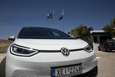 Bloomberg: Η Αστυπάλαια γίνεται «πράσινη» για χάρη της Volkswagen