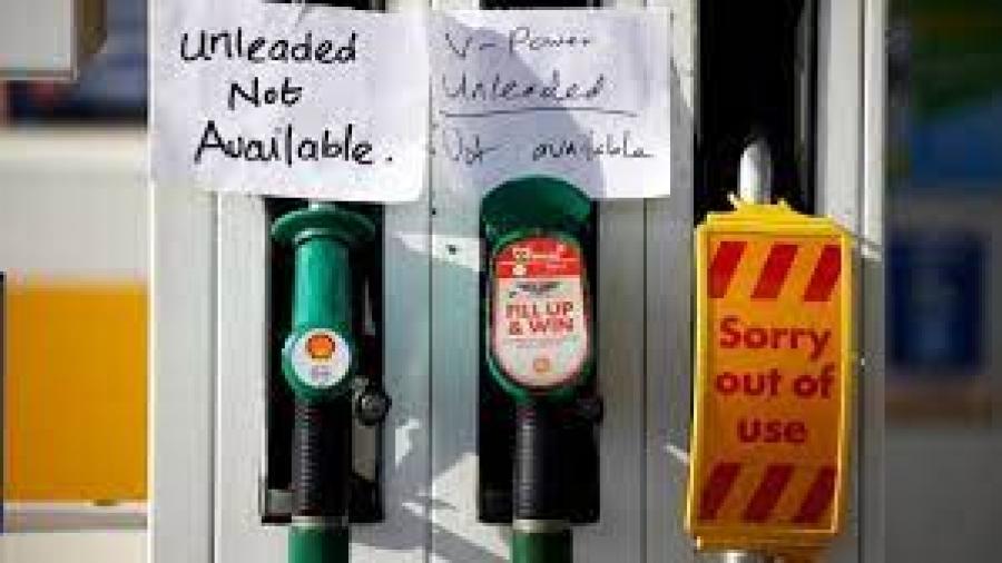 Βρετανία: Παροχή βίζας σε οδηγούς βαρέων οχημάτων από την EE για να αντιμετωπιστούν οι ελλείψεις σε καύσιμα –  Πλαφόν στις πωλήσεις από τις εταιρείες