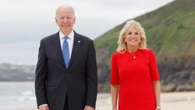 Στο πλευρό της ομάδας ποδοσφαίρου γυναικών η Jill Biden!