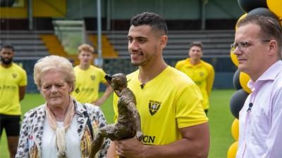 Γιακουμάκης: Παρέλαβε το βραβείο του κορυφαίου σκόρερ της Eredivisie!