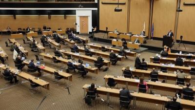 Κύπρος: Καταψηφίστηκε από τη Βουλή με οριακή πλειοψηφία ο προϋπολογισμός του 2021