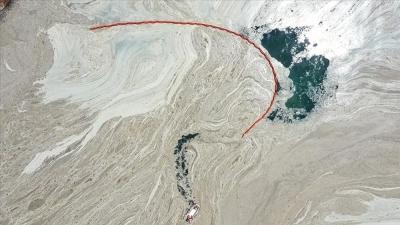 Ο Τούρκος υπoυργός Περιβάλλοντος δεσμεύτηκε να καθαρίσει την Θάλασσα του Μαρμαρά από την «θαλάσσια βλέννα»