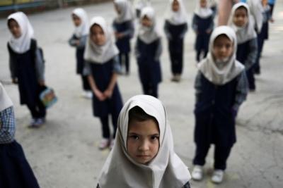 Αφγανιστάν: Η UNESCO ζητά την επιστροφή των κοριτσιών στις τάξεις των σχολείων - Μόνο τα αγόρια επέστρεψαν