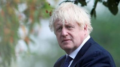 Ήρθε η ώρα του εμβολιασμού για τον Boris Johnson: «Επιτέλους θα κάνω το εμβόλιο της AstraZeneca»